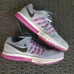 Women's Nike Zoom Vomero 11 running shoe sz 10.5